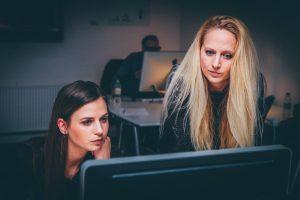 Trockene Augen durch Büroarbeit